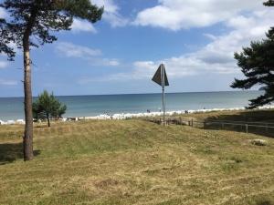 Blick aus dem Garten der Villa Seeblick auf den schönen Binzer Strand