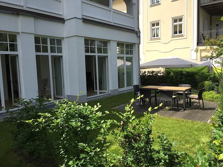 Eigener Garten der Ferienwohnung 03 direkt an der Ostsee