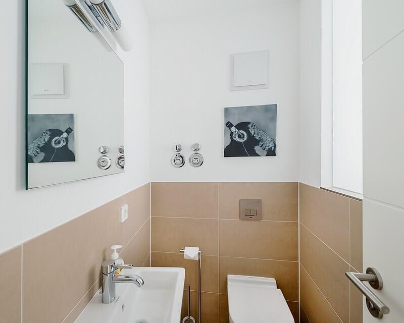 gaeste-wc-wohnung-13-strandhaus-seeblick Ferienwohnung 13