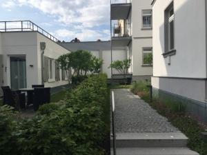 garten-und-eingangsbereich-villa-seeblick-300x225 garten-und-eingangsbereich-villa-seeblick
