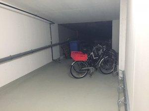 Sicherer Fahrradkeller in der verschlossenen Tiefgarage