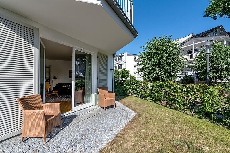 strandhaus-seeblick-binz-wohnung13-blick-durch-den-garten Ferienwohnung 13
