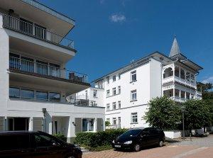 Seitliche Ansicht Strandhaus und Villa Seeblick in Richtung Promenade