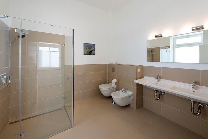 Großes Badezimmer Wohnung 03