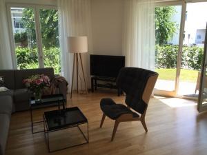 wohnbereich-und-terrasse-mit-garten-300x225 wohnbereich-und-terrasse-mit-garten
