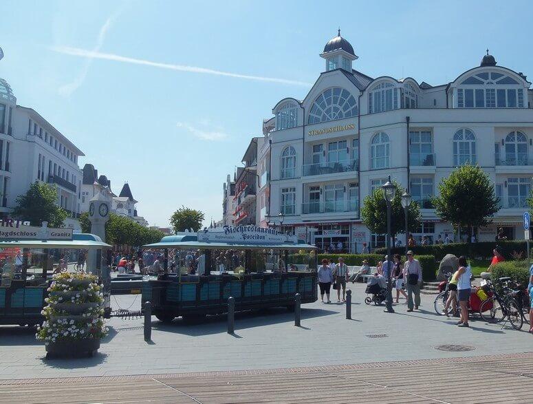 einkaufsstrasse-binz Die Hauptstraße in Binz